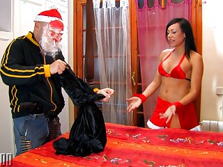 Lara Tinelli & Max Cortes in Drunk Santa Fuck A Cute Santa Helper - MMM100
